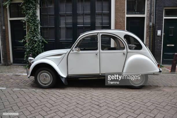 Classic Citroën 2CV sur la rue