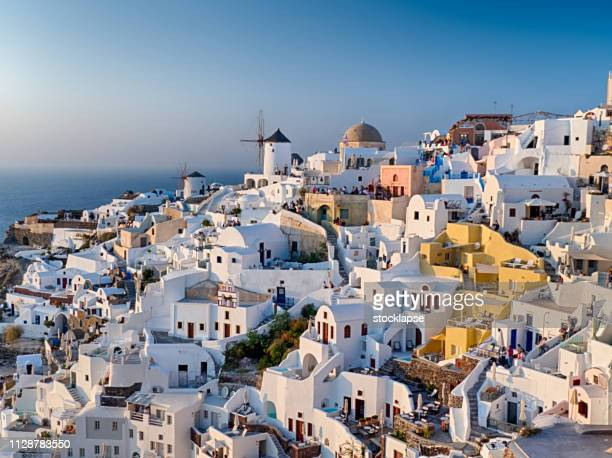classic cityscape of oia at sunset - oia santorini stock pictures, royalty-free photos & images