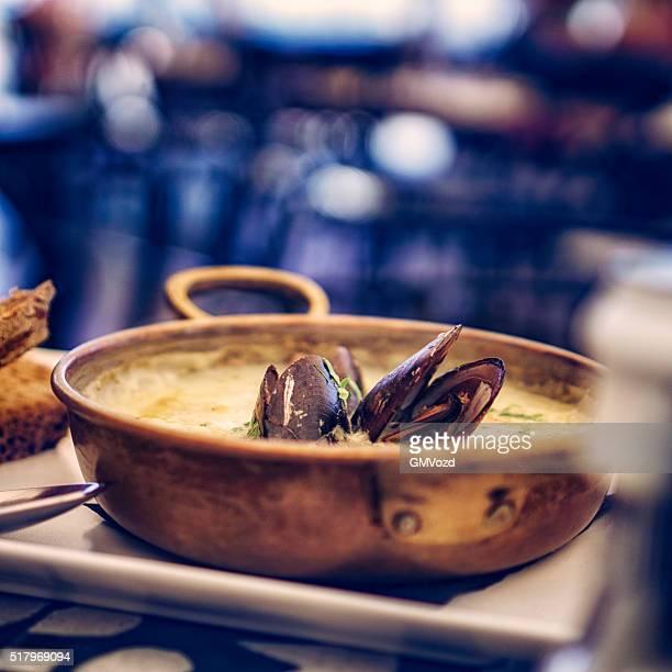 Moules plat de poisson classiques français