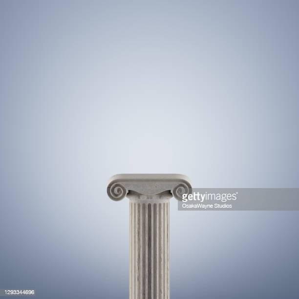 classic greek doric column background - pedestal - fotografias e filmes do acervo