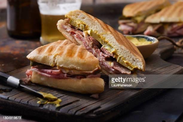 classico panino cubano alla griglia - cultura cubana foto e immagini stock