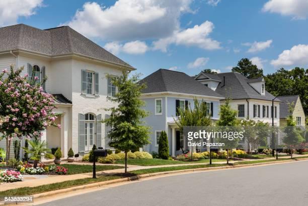 classic neighborhood with traditional style homes. - ノースカロライナ州ローリー ストックフォトと画像