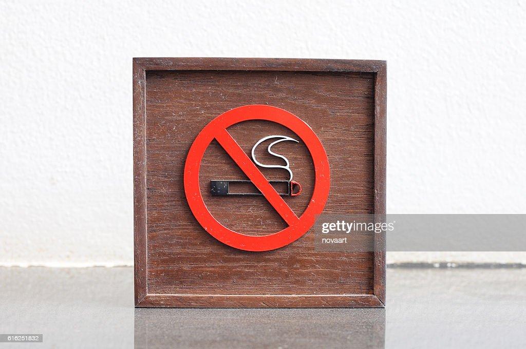 Classic No smoking wooden sign : Foto de stock