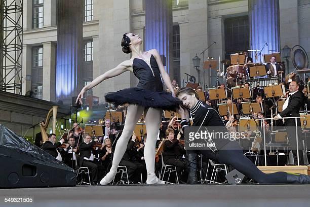 'Classic Open Air' Festival with the programme 'Dance Dance Dance' on Gendarmenmarkt Berlin Agnieszka Wolna and Dymitr Tenytsky dancers of the Ballet...