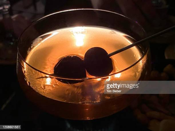 classic prohibition manhattan cocktail - bourbon whiskey stock pictures, royalty-free photos & images