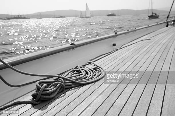 クラシックなセーリングヨット - チーク ストックフォトと画像