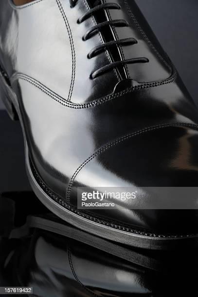 klassische schuh-oxford - schwarze schuhe stock-fotos und bilder