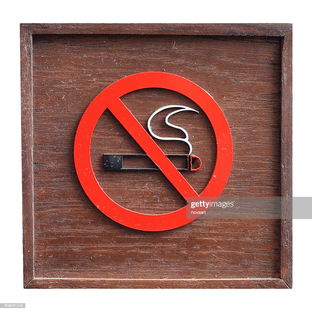 Classic Wooden no smoking sign on white background : Foto de stock
