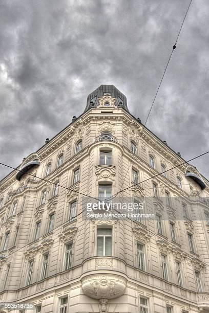 a classical building in vienna, austria - vienne autriche photos et images de collection