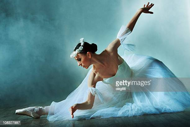 classical dancer - ballet dancer stock pictures, royalty-free photos & images