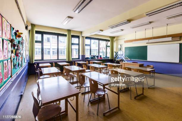 classroom without people at elementary school! - sparse stock pictures, royalty-free photos & images