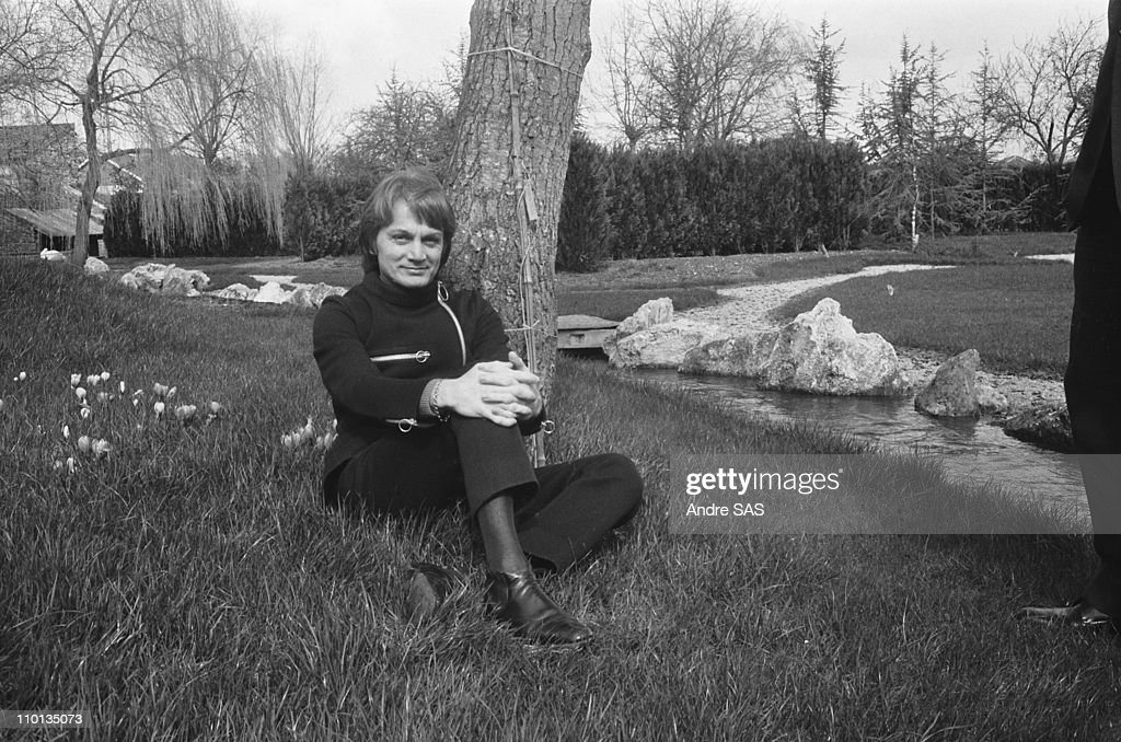Claude Francois at home in Moulin de Dannemois, France in 1970. : News Photo