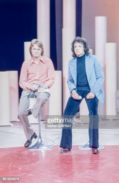 Claude François et Michel Sardou à la télévision circa 1970 à Paris France