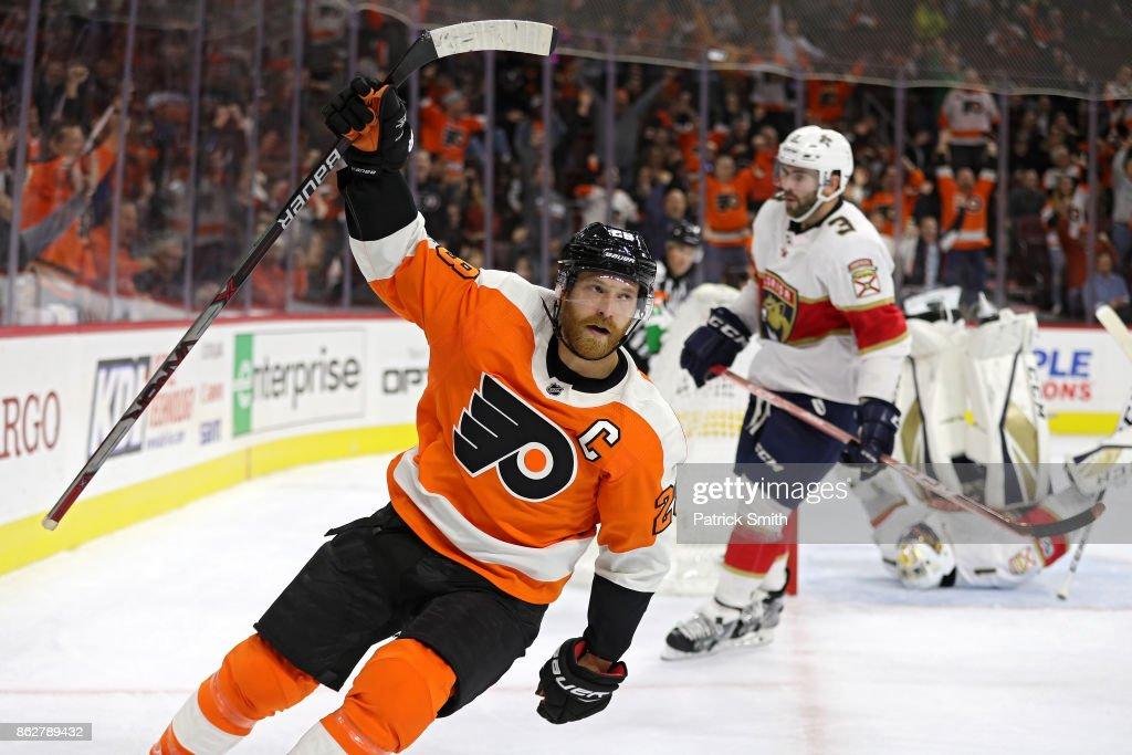 Claude Giroux #28 of the Philadelphia Flyers celebrates his goal on goalie Roberto Luongo #1 of the Florida Panthers during the second period at Wells Fargo Center on October 17, 2017 in Philadelphia, Pennsylvania.