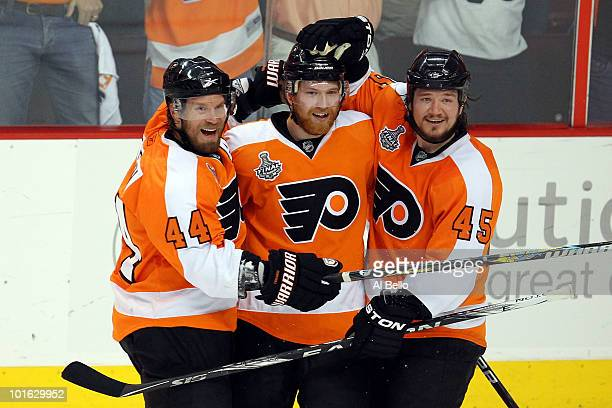 Claude Giroux of the Philadelphia Flyers celebrates with teammates after scoring a goal in the first period against the Chicago Blackhawks in Game...