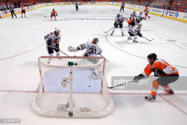 Claude Giroux of the Philadelphia Flyers scores a goal in the first period against Antti Niemi of the Chicago Blackhawks in Game Four of the 2010 NHL...