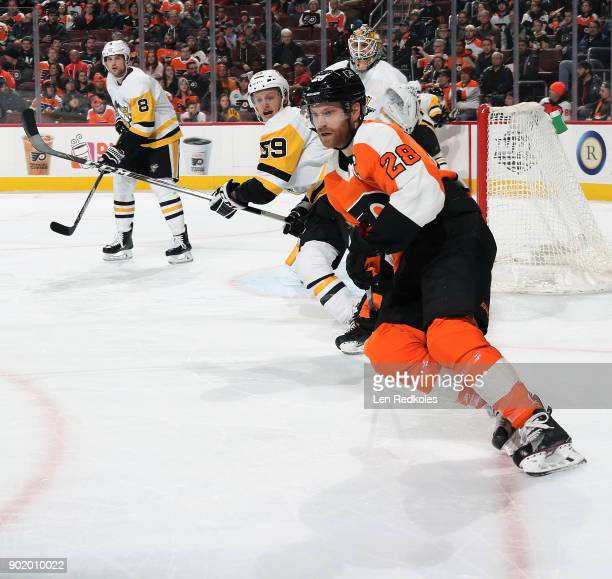 Claude Giroux of the Philadelphia Flyers skates against Jake Guentzel of the Pittsburgh Penguins on January 2 2018 at the Wells Fargo Center in...