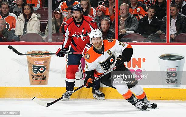Claude Giroux of the Philadelphia Flyers skates against Justin Williams of the Washington Capitals on December 21 2016 at the Wells Fargo Center in...