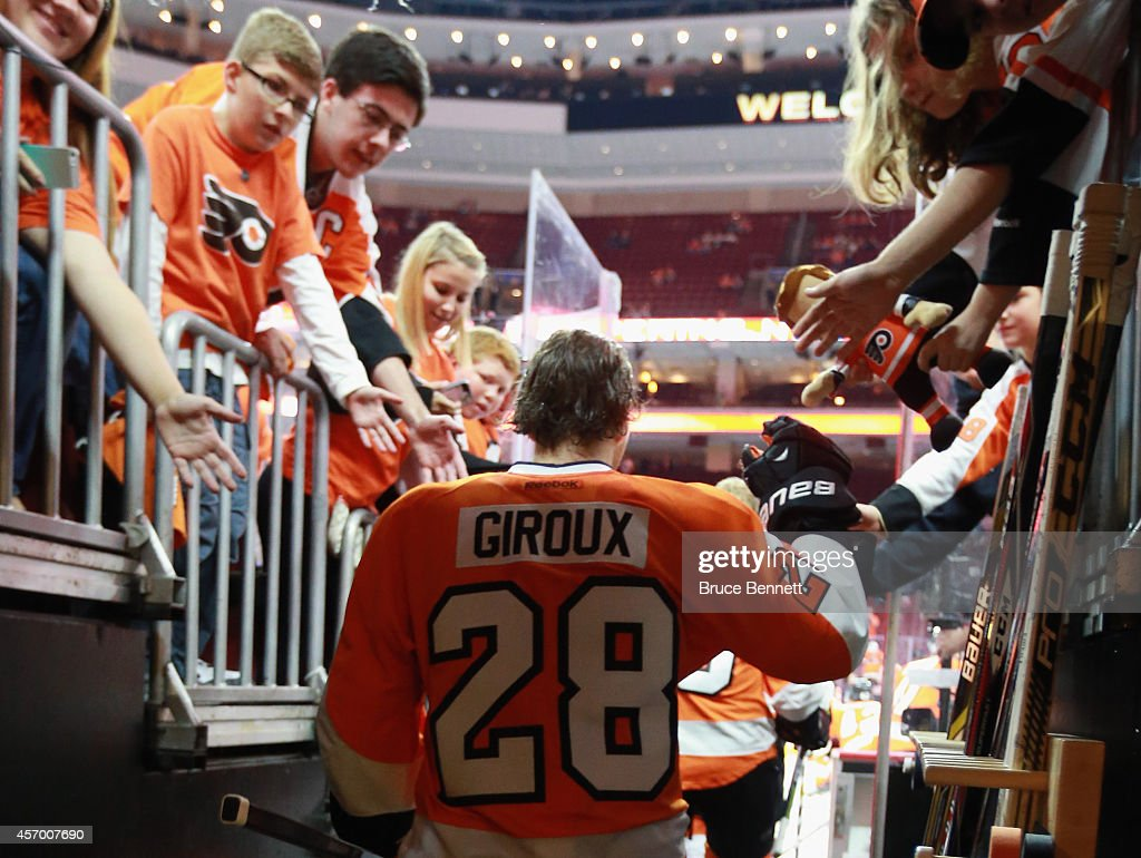 Claude Giroux #28 of the Philadelphia Flyersskates out for the game against the New Jersey Devils at the Wells Fargo Center on October 9, 2014 in Philadelphia, Pennsylvania. The Devils defeated the Flyers 6-4.
