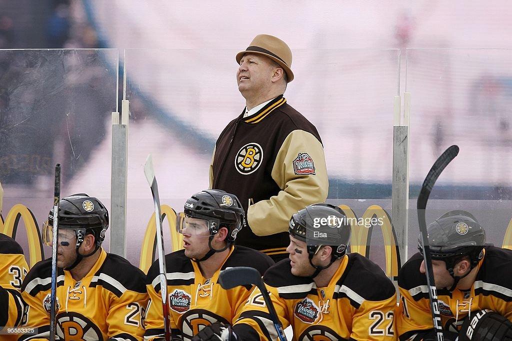 2010 Bridgestone Winter Classic - Philadelphia Flyers v Boston Bruins : News Photo