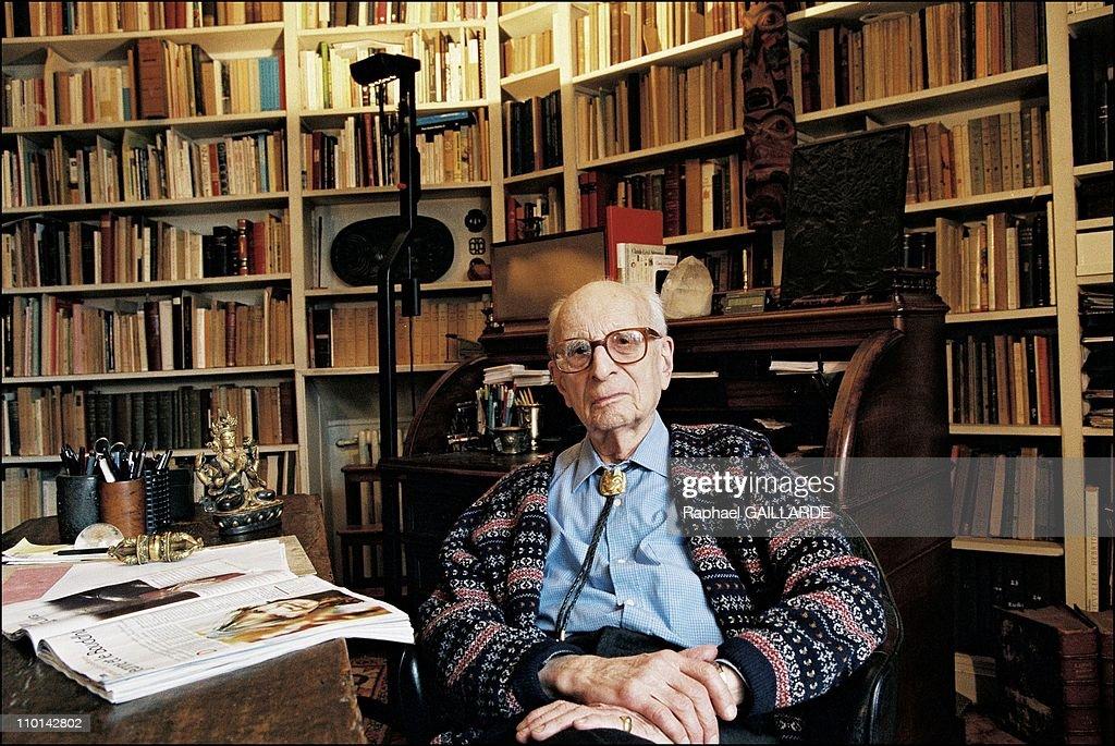 Claude Levi-Strauss in France on November 13, 1997. : ニュース写真