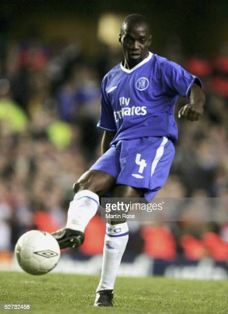 Claude Makalele of Chelsea runs with the ball during the Champions League SemiFinal match between Chelsea and Liverpool at Stamford Bridge on April...