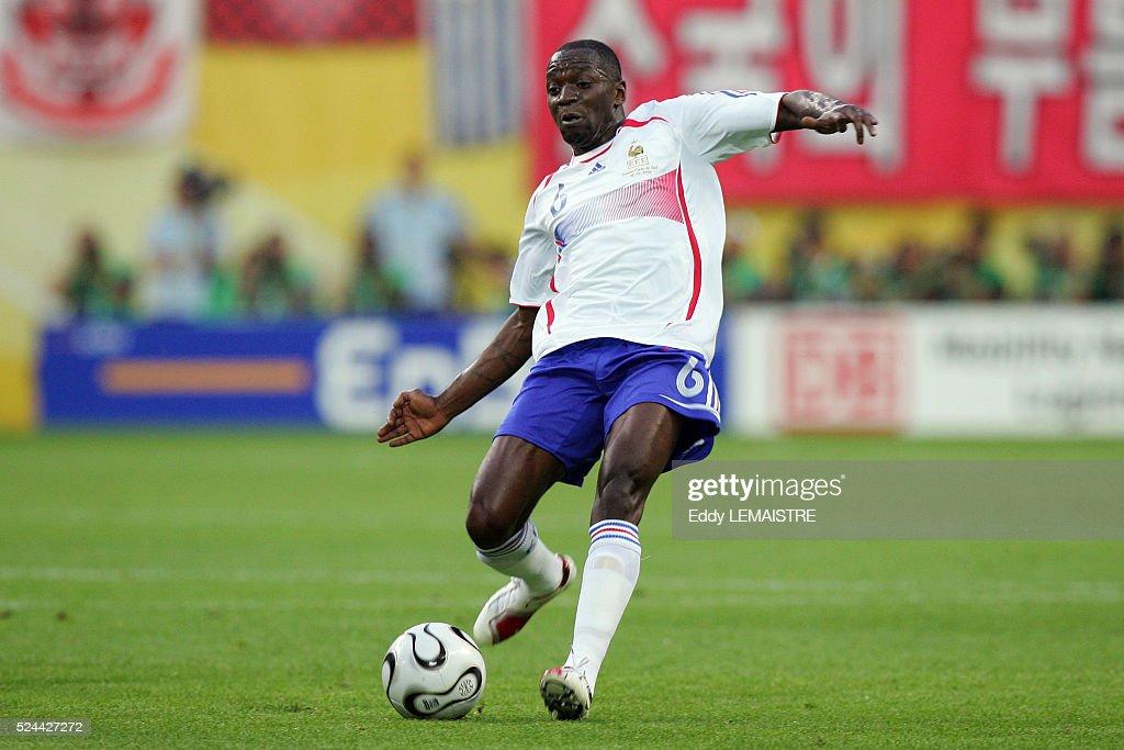Soccer - FIFA World Cup 2006 - France vs. South Korea : News Photo