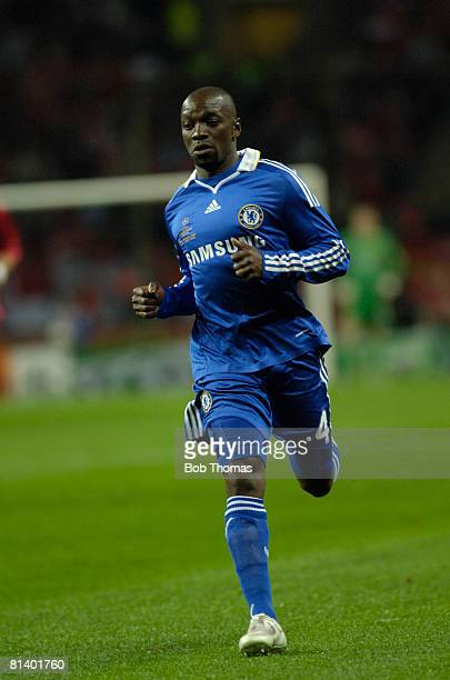 Claude Makelele of Chelsea during the UEFA Champions League Final between Manchester United and Chelsea held at the Luzhniki Stadium Moscow Russia on...