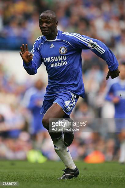 Claude Makelele of Chelsea in action during the Barclays Premiership match between Chelsea and Tottenham Hotspur at Stamford Bridge on April 7 2007...