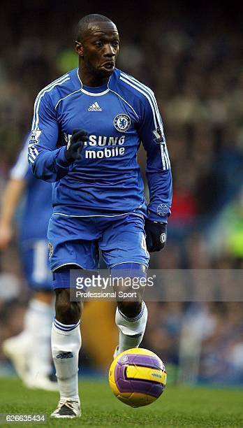 Claude Makelele of Chelsea on the ball during the Barclays Premier League match between Chelsea and Liverpool at Stamford Bridge on February 10 2008...