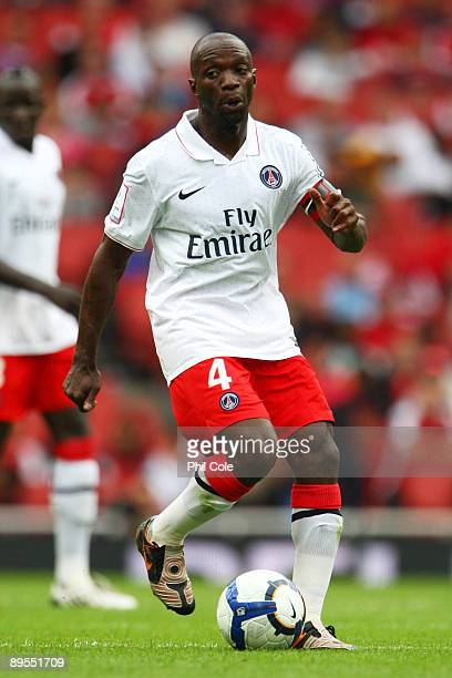 Claude Makelele of PSG runs with the ball during the Emirates Cup match between Glasgow Rangers and Paris SaintGermain at the Emirates Stadium on...
