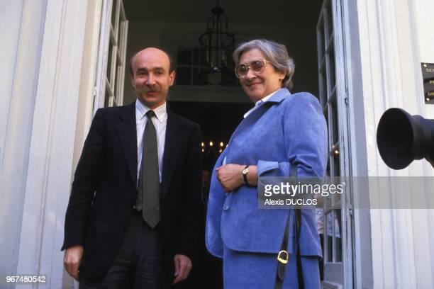 Claude Malhuret et Elena Bonner à Matignon le 26 mai 1986, Paris, France.