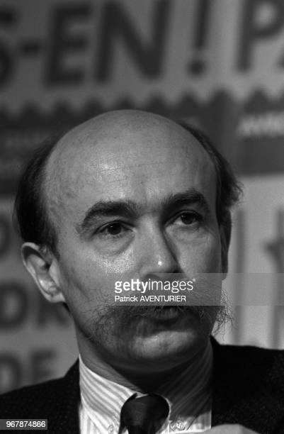 Claude Malhuret lors d'une rencontre avec 2000 jeunes à Paris le 28 mars 1987, France.