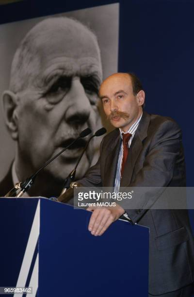 Claude Malhuret, secrétaire d'État chargé des Affaires étrangères et des Droits de l'homme, prononce une allocution à la convention de la 5e...