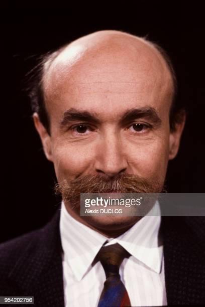 Claude Malhuret sur le plateau de l'émission des 'Dossiers de l'écran' à Paris le 6 janvier 1987, France.
