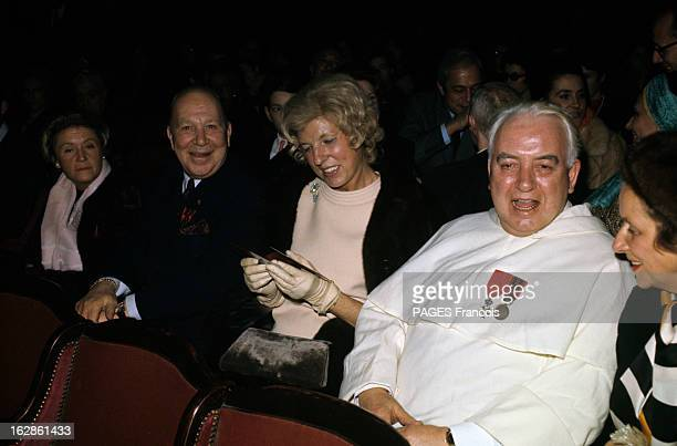 Claude Pompidou Attends The Projection Of The First Of The Film By Priest Raymond Leopold Bruckberger En 1969 parmi les spectateurs d'une salle de...