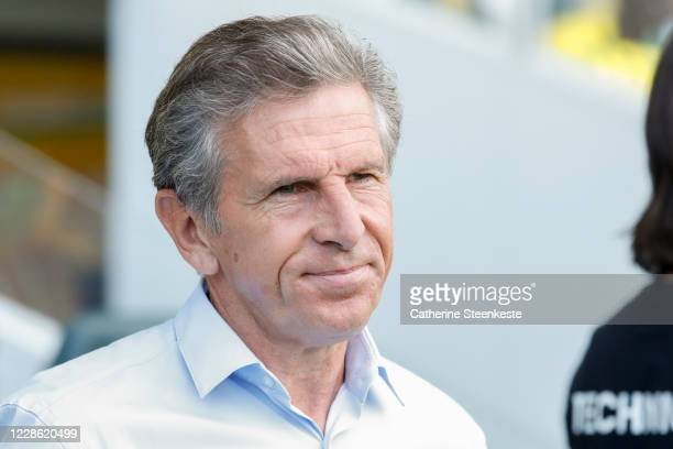 Claude Puel Head Coach of AS SaintEtienne looks on before the Ligue 1 match between FC Nantes and AS SaintEtienne at Stade de la Beaujoire on...