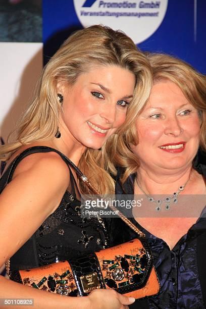 """Claudelle Deckert, Mutter Angelika, Charity-Veranstaltung, 17. """"Unesco-Benefiz-Gala"""" 2009, Hotel """"Maritim"""", Düsseldorf, Nordrhein-Westfalen,..."""