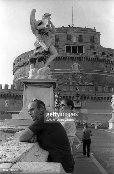 Claudia Cardinale And Companion Pasquale Squitieri Walking In Rome Claudia CARDINALE et son compagnon Pasquale SQUITIERI se promènent à ROME le...