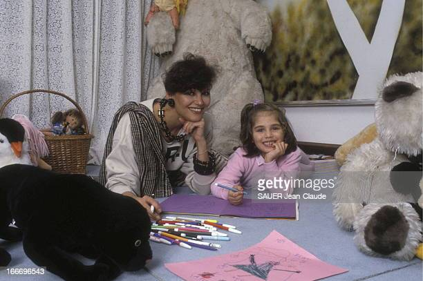 Claudia Cardinale And Daughter Claudia At Home In Italy Claudia CARDINALE et sa fille Claudia SQUITIERI 5 ans et demi chez elles à la villa Santa...