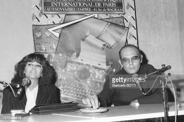 Claudia Cardinale et son compagnon Pasquale Squitieri lors d'une conférence de presse au festival cinématographique international de Paris le 8...