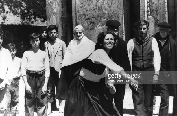 Claudia Cardinale sur le tournage du film 'Il prefetto di ferro' réalisé par le cinéaste italien Pasquale Squitieri, le 24 juin 1977 à Rome, Italie.