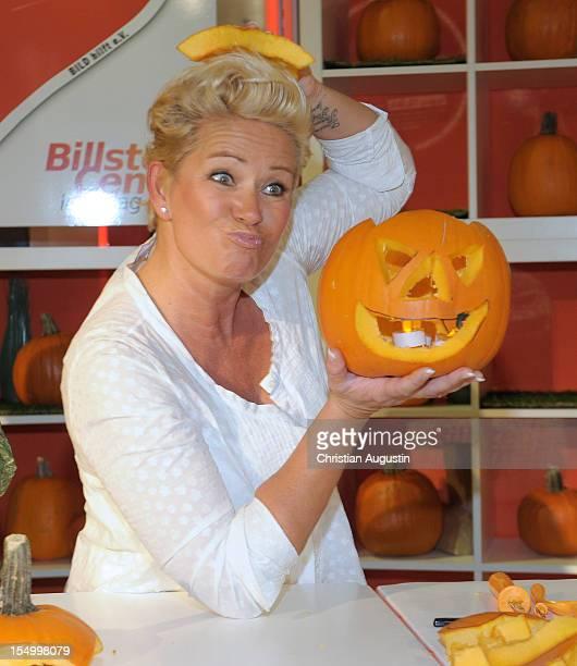 "Claudia Effenberg prepares a halloween Pumpkin for the benefit of ""Ein Herz fuer Kinder"" at Billstedt Shopping Mall on October 30, 2012 in Hamburg,..."