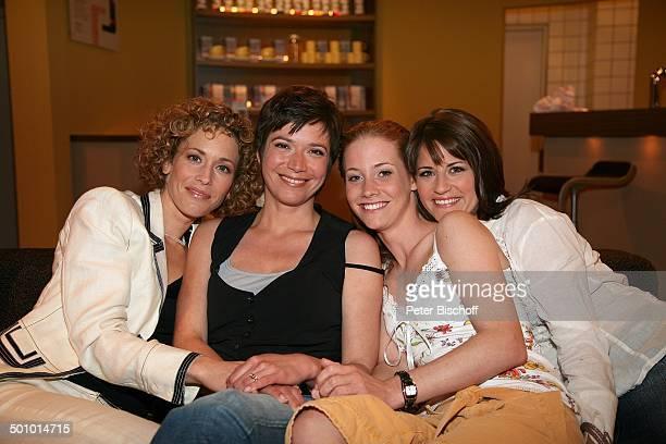 Claudia Hirsche Claudia Scarpatetti SinaValeska Jung Vanessa Jung ARDSerie Verbotene Liebe Köln Deutschland PNr 954/2006 Kulisse Studio Daily Soap...