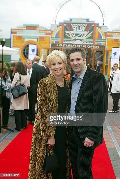 Claudia Jung Ehemann Hans Singer Verleihung Medienpreis ARDMagazin BrisantDer goldene Wuschel Berlin Deutschland Europa roter Teppich Pomp Duck and...