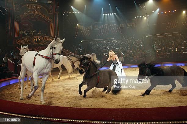 Claudia Kleinert Mit Pferden Und Ponnys Bei Der Generalprobe Zu Stars In Der Manege Im Circus Krone In München Am 301107