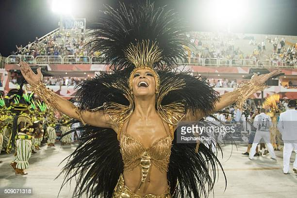 Claudia Leitte dances during the Rio Carnival in Sambodromo on February 7 2016 in Rio de Janeiro Brazil Despite the Zika virus epidemic thousands of...