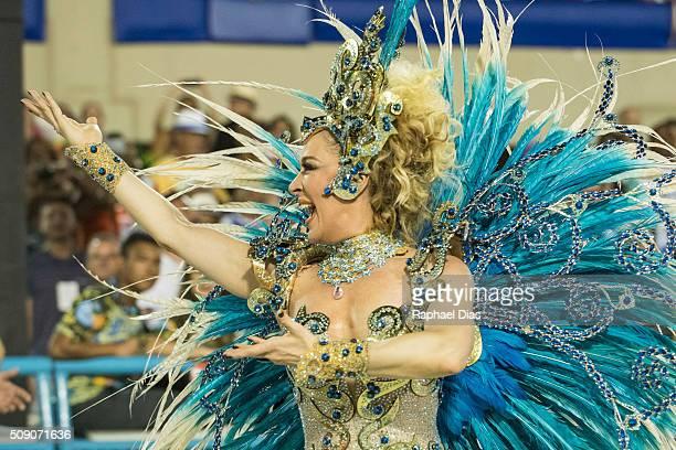 Claudia Raia dances during Beija Flor performance at the Rio Carnival in Sambodromo on February 7 2016 in Rio de Janeiro Brazil Despite the Zika...