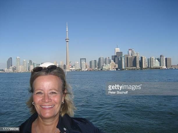 """Claudia Rieschel, am Rande der Dreharbeiten zur ZDF-Reihe """"Im Tal der wilden Rosen"""", Folge 3: """"Gipfel der Liebe"""", Toronto, Kanada, Nordamerika, Meer,..."""