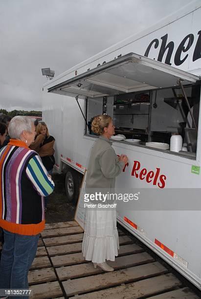 Claudia Rieschel Anna Scheefeld am Rande der Dreharbeiten zur ZDFReihe 'Im Tal der wilden Rosen' Folge 3 'Gipfel der Liebe' am Set Calgary Alberta...
